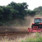 コスト削減に役立つ?!自作肥料散布機など、農業機械を自作することについて