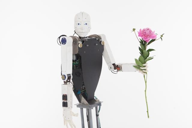 注目されている「完全無人」農業ロボットについて│画像1